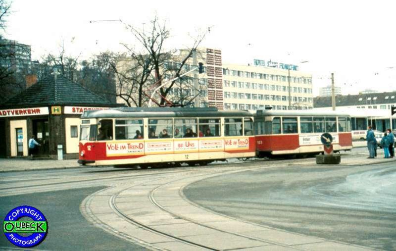 Gotha-Zug 12 + 103 vor dem alten Hotel Stadt Frankfurt