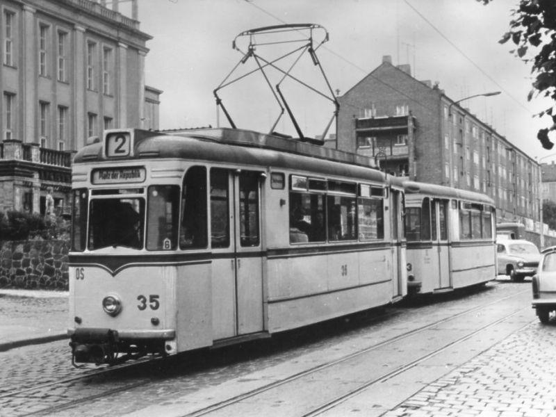 Gotha-Zug 35+113 im Jahr 1968 auf der Wilhelm-Pieck-Straße