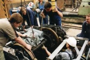 Arbeiten am Fahrgestell Triebwagen 60 im Sommer 2000